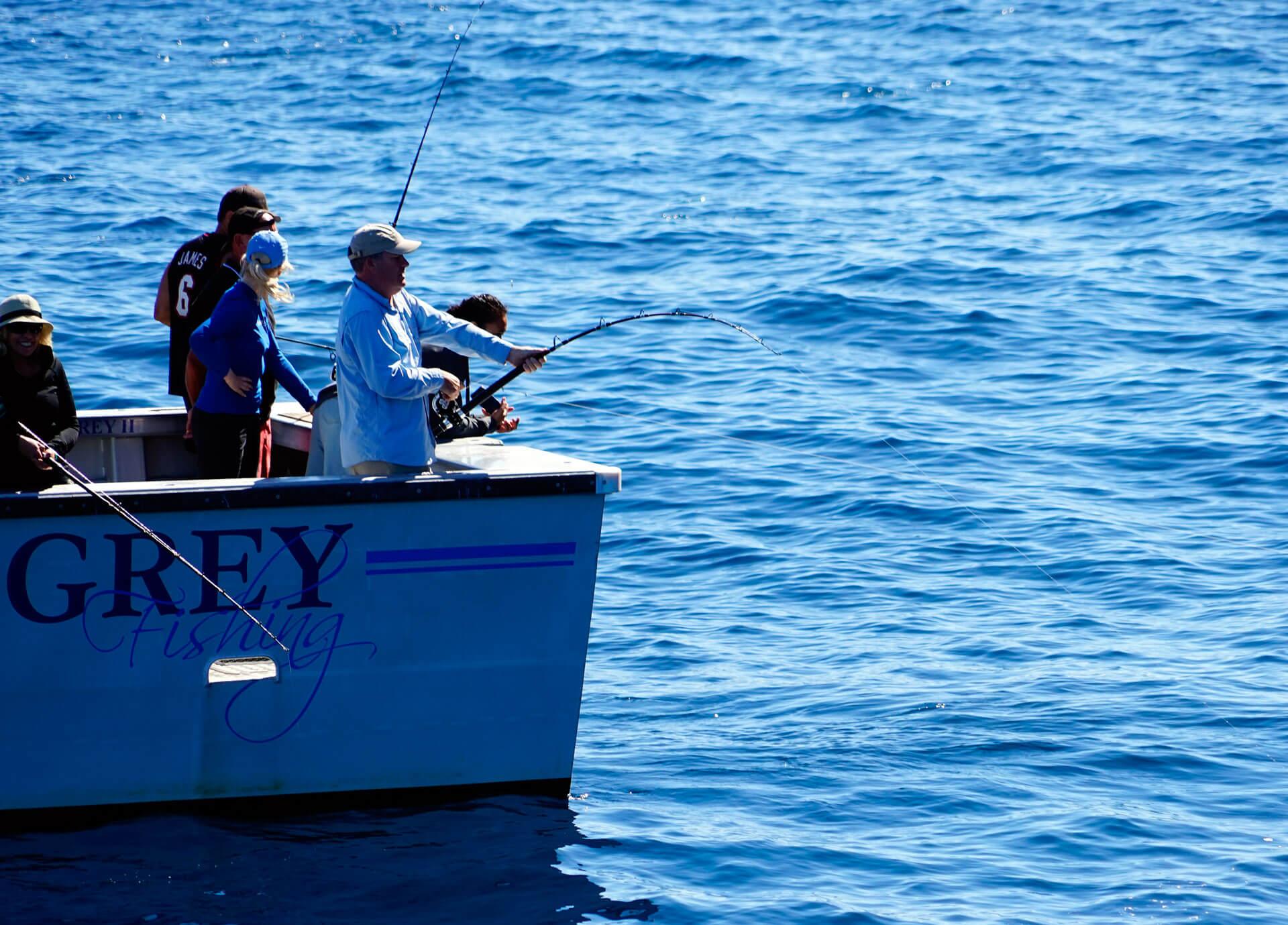 Pesca en embarcación fondeada